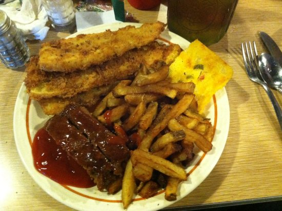 Arlington, TN: Meat loaf, fried yellow squash,fries, Mexican cornbread ... YUM ...YUM!!