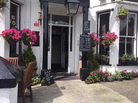 Castle Inn Criccieth: Front of the pub