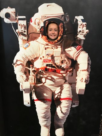 Sunset Beach, Carolina del Norte: Space suit photo in activity room