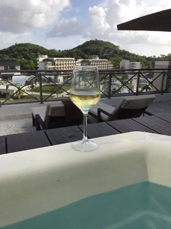 Cap Estate, Saint Lucia: Refreshments by the hot tub room 4501