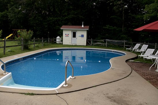 Very nice, clean motel with pool.
