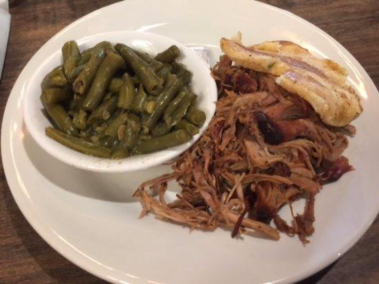 Murfreesboro, TN: Barbecue plate for lunch