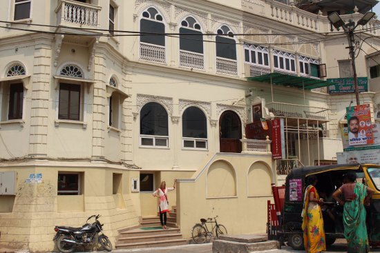 Palace on Ganges: At the front entrance