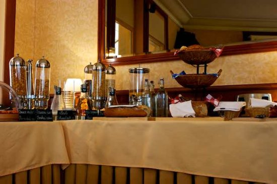 Best Western Plus Hotel Mirabeau: Breafast buffet has loads of choices
