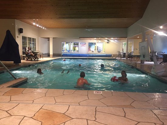 Newport Resort: Huge pool! Has a basketball room on the shallow end as an extra enticement for the kids.