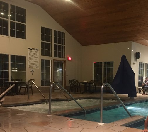 Newport Resort: Large hot tub/sauna