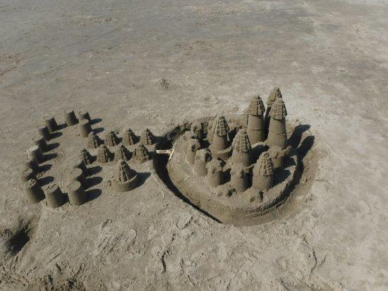 Nye Beach : Sand castles artwork on the beach