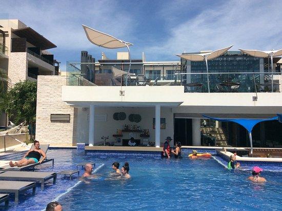 Diamond Club Pool Bar Picture Of Royalton Riviera Cancun Resort Amp Spa Puerto