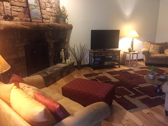 Blue Spruce Bed and Breakfast: Living room