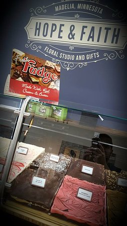 Madelia, MN: Choose your fudge - Buy 4 Pieces - Get 2 FREE!