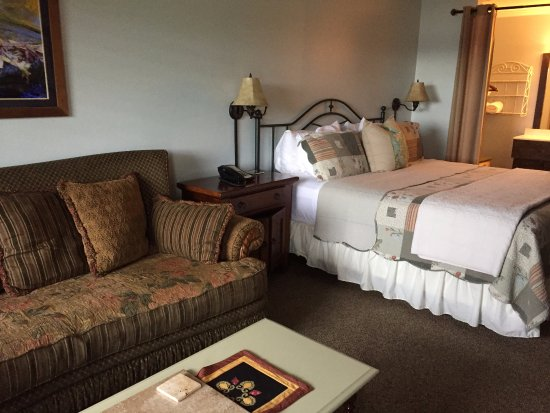 Hayesville, NC: The couch and bed were both quite comfortable.