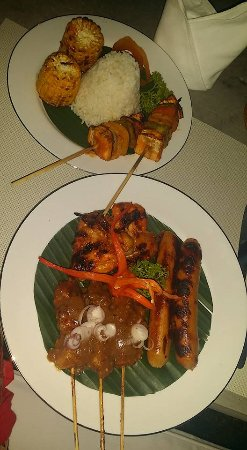 The White Villas Ubud: Grill feast made by Villas cook