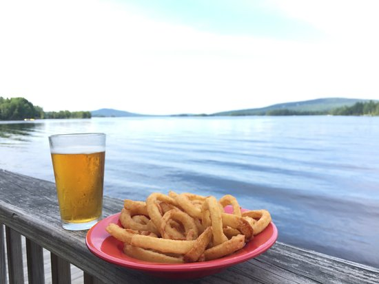 Greenville, ME: Kelly's Landing view on Moosehead lake. Plus onion rings