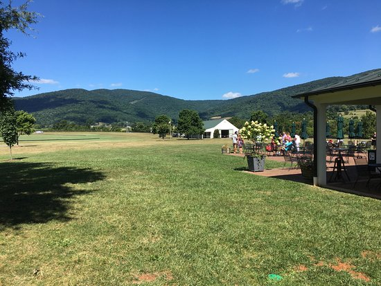 Crozet, VA: Breathtaking. Polo is played on the grounds on Sunday afternoons.