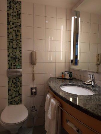 Hilton Vienna: Nice clean bathroom