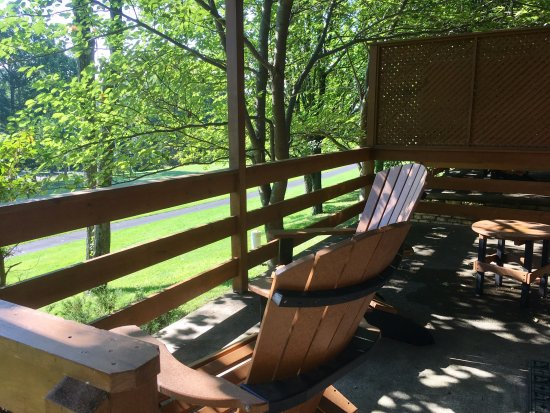 Amazing Skytop Lodge: Our Perfect Patio King Cottage E1