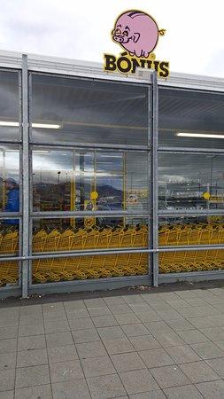 Borgarnes, Ισλανδία: Supermercato attiguo.