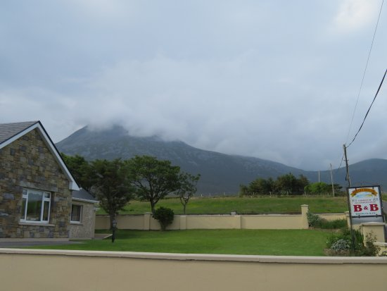 Bertra House B&B : Even under the mist, Croagh Patrick is magical. And so close to Bertra House.