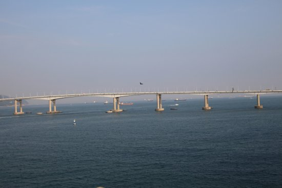 Busan Beach Tourist Hotel: Harbor Bridge from Balcony