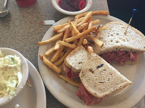 Lenny's Restaurant: Pastrami on Rye with Fries