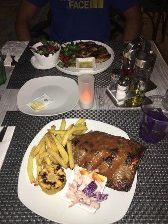 La Cucaracha-Tex Mex-BBQ-Grill: photo1.jpg