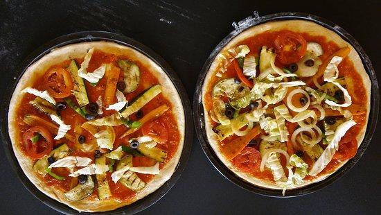 Maio, Kaapverdië: Pizzas aux légumes grillés selon demande des clients ici sans ail et champignons !