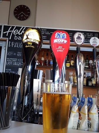 Hotel Helka: Bar offered nice cold beer