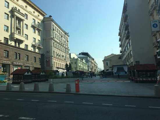 The Ritz-Carlton, Moscow: alley two blocks from hotel with many good restaurants