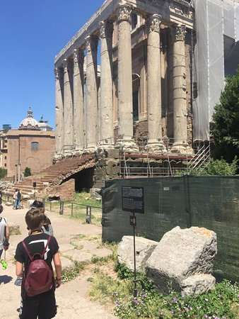 Rome Coliseum Guided Tours : The Ruins...