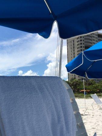 The Ritz-Carlton, Naples: Broken beach chair