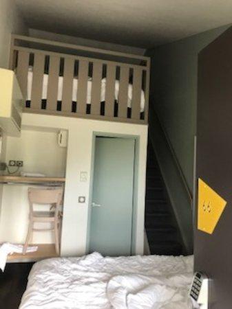 Toulon-sur-Allier, France : Das Zimmer von der Eingangstür aus