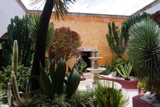 La Casona De Los Recuerdos: FUENTE Y JARDIN HOTEL BOUTIQUE