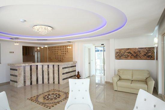 Delfi Hotel Spa & Wellness: Delfi Lobby