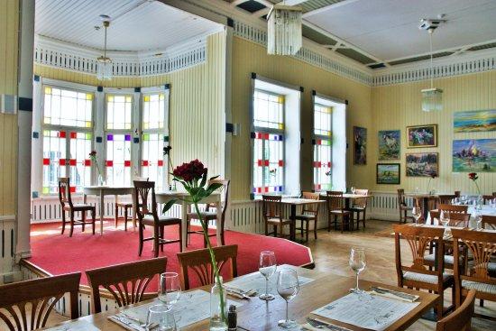 Salle manger ku kuu de kuressaare picture of ku kuu for Restaurant salle a manger