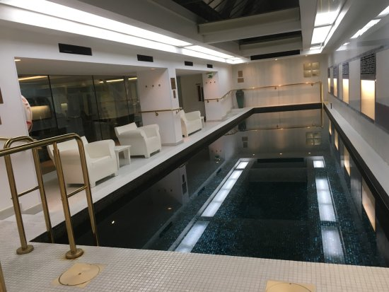 Town Hall Hotel: heated swimming pool and gym