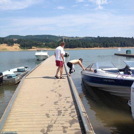 Gaston, Oregón: Launching a boar at the dock