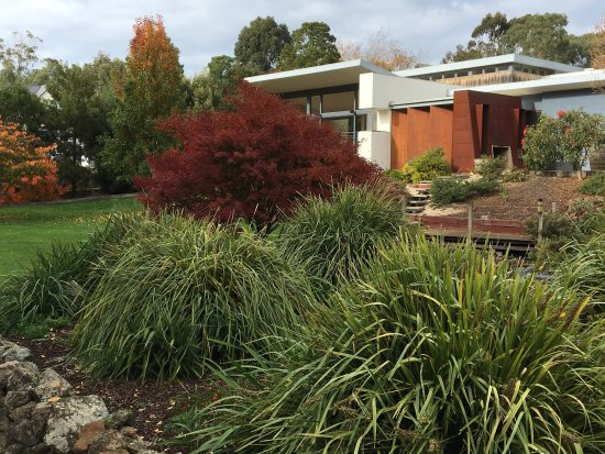 Buninyong, Australia: When visiting the gardens, take a short walk around the Gong. Beautiful at any time of year