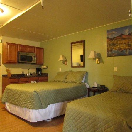 Creekwood Inn Photo
