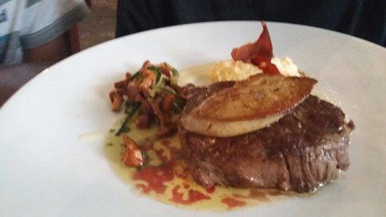 La Rotisserie du Roy Leon: Clichons avec l'apéro, Chipirons (calamars) dans une délicieuse sauce, super magret de canard, f