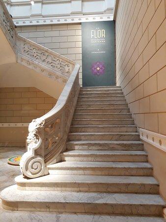 Palacio Canton: Detalle de la escalinata