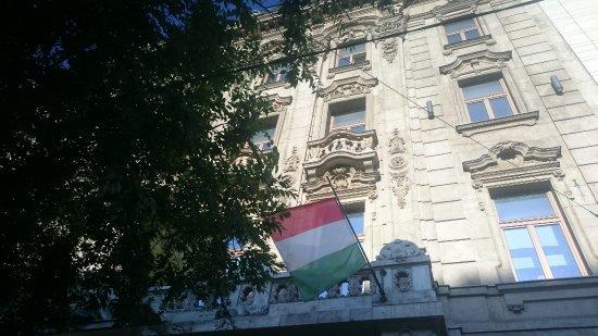 Courtyard Budapest City Center : fachada do hotel