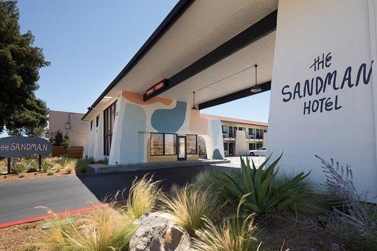 Sandman: Hotel Entrance