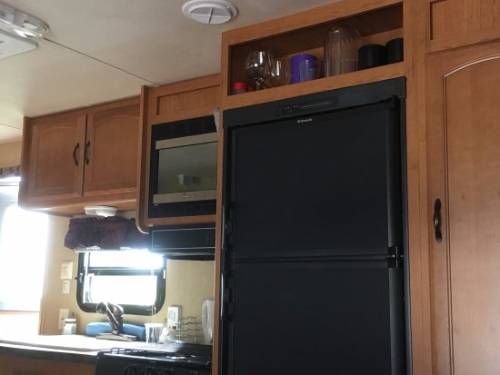 River John, แคนาดา: Travel trailer kitchen w freezer, fridge, stove, oven, microwave and double sink