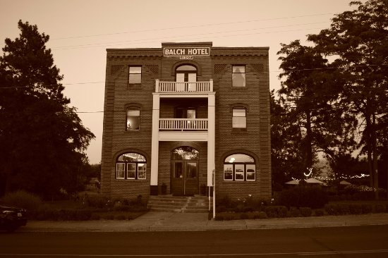 Balch Hotel: This photo is using the sepia filter that was used in 1907