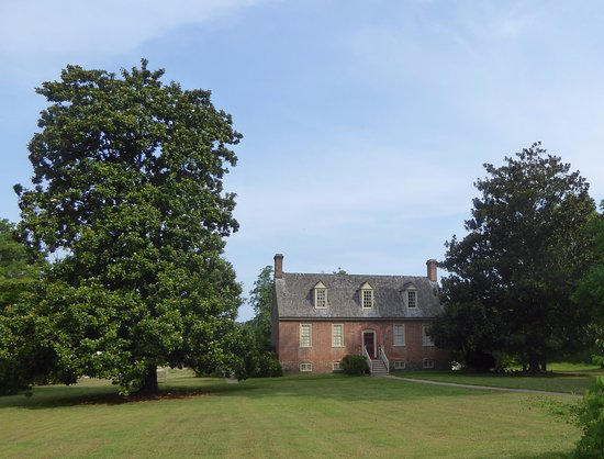 Smith's Fort Plantation: Manor House with Tall Magnolia Tree on Left