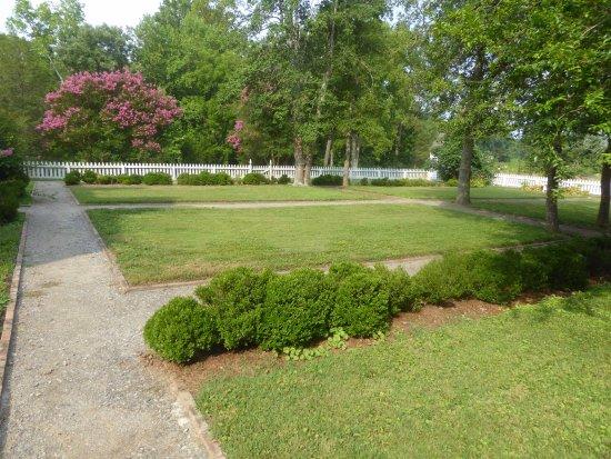 Smith's Fort Plantation: Gardens