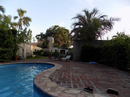 Hotel Villa Victoria de Tigre: La piscina mas pequeña, hay otra mas grande.