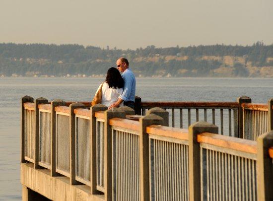 Мукилтео, Вашингтон: Couple on Mukilteo pier