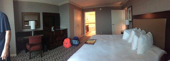 Gold Strike Casino Resort: Oxford Suite bedroom