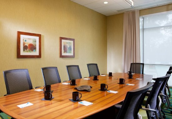 SpringHill Suites Houston The Woodlands: Executive Boardroom